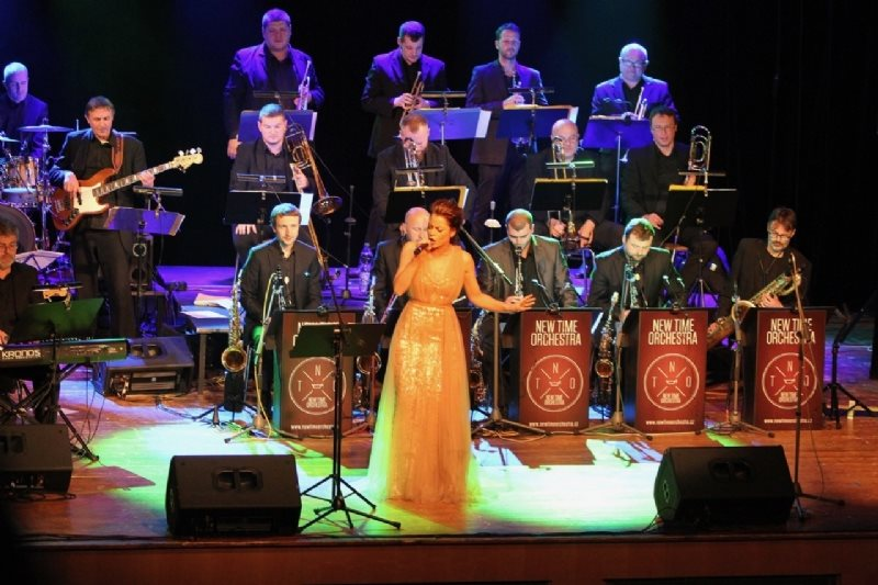 HANA HOLIŠOVÁ & NEW TIME ORCHESTRA